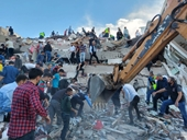 Gần 1 000 người thương vong trong trận động đất ở miền Tây Thổ Nhĩ Kỳ