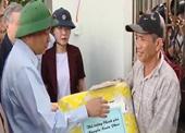 Thủ tướng thăm hỏi động viên người dân chịu thiệt hại do bão số 9