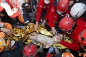 Kỳ diệu bé gái 4 tuổi được cứu dưới đống đổ nát 91 giờ sau trận động đất ở Thổ Nhĩ Kỳ