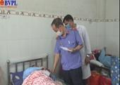 VKSND tỉnh Quảng Nam tặng quà đồng bào bị thiệt hại do bão số 9 và sạt lở đất