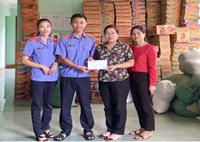 VKSND huyện Đak Pơ ủng hộ đồng bào miền Trung bị thiệt hại do lũ lụt