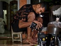 Cầu thủ Indonesia chật vật mưu sinh vì COVID-19