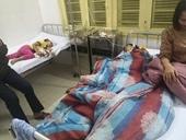 Bố chồng dùng búa đinh đánh con dâu và cháu nội nhập viện