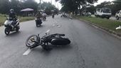 Khống chế thanh niên đi xe máy tốc độ cao, tông gãy chân Trung tá CSGT
