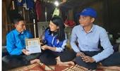 Trao huy hiệu Tuổi trẻ dũng cảm  cho thanh niên cứu 3 người bị nước cuốn