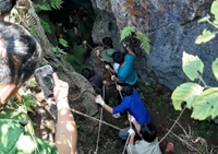 Thanh niên đi tìm vàng bị rơi xuống hang sâu 500m