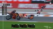 Tay đua moto thoát hiểm thần kỳ sau pha bay người lên không trung