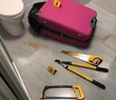Bàng hoàng phát hiện thi thể người bị phân xác bỏ trong vali