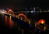 Tô cam hai cây cầu biểu tượng của Đà Nẵng, lan tỏa thông điệp xóa bỏ bạo lực
