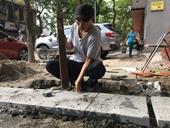 Cận cảnh đá lát vỉa hè Hà Nội có độ bền 70 năm đã nứt vỡ, bong tróc sau vài năm