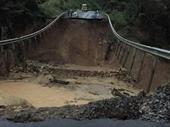 Cận cảnh sụt lún nghiêm trọng trên quốc lộ 26