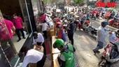 Tấp nập mua khẩu trang phòng dịch COVID-19 ở TP Hồ Chí Minh