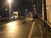 Điều tra làm rõ nam thanh niên nằm chết trên cầu Phú Hữu