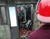 Đang nhậu bị gọi về, chồng đổ xăng đốt nhà khiến vợ bỏng nặng