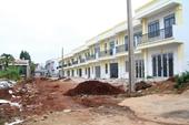 """Một doanh nghiệp  """"bất chấp"""" chính quyền, xây dựng 26 căn nhà kiên cố giữa thành phố"""