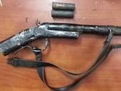 Bé trai 10 tuổi trộm súng tự chế bắn bị thương 3 người trong gia đình chị gái