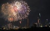 Mãn nhãn với màn bắn pháo hoa chào đón Năm mới 2021 tại TP Hồ Chí Minh