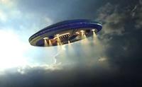 UFO xuất hiện trên bầu trời đêm của Hawaii