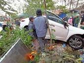 Xe ô tô điên lao thẳng vào chợ, nhiều người nhập viện