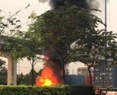 Xe container bất ngờ bốc cháy dữ dội ngay giữa xa lộ