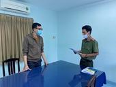Tống đạt quyết định khởi tố nam tiếp viên hàng không làm lây lan dịch bệnh COVID-19