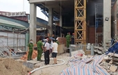Giải cứu 3 người bị mắc kẹt trong đám cháy công trình xây dựng