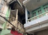 Cháy nhà nhiều tầng lúc nữa đêm, 7 người mắc kẹt được giải cứu
