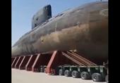 Iran gây kinh ngạc khi vận chuyển tàu ngầm tấn công bằng đường bộ