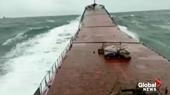 Khoảnh khắc tàu hàng đứt đôi trong nháy mắt khi đang hành trình trên biển
