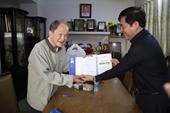 Đồng chí Nguyễn Quang Dũng thăm, chúc Tết cựu Đại tá tình báo Tư Cang