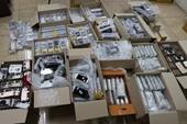 Phát hiện lô hàng cả ngàn linh kiện điện thoại Iphone nhập lậu