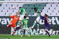 Messi lập công, Barcelona chiếm vị trí thứ hai của Real Madrid