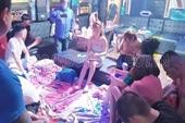 Bất chấp lệnh cấm, hàng chục thanh niên tổ chức bay lắc trong quán karaoke