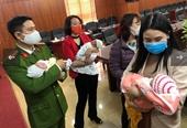 Phát hiện 4 đứa trẻ sơ sinh đang trên đường bị bán sang Trung Quốc