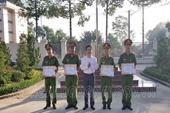 Khen thưởng các chiến sĩ Công an ngăn chặn kịp thời hai nhóm thanh niên hỗn chiến