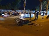 Hai xe máy nát bươm sau va chạm, một người tử nạn