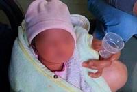 Bé gái 5 ngày tuổi bị mẹ bỏ rơi tại tiệm tạp hóa