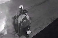 CLIP Hai thanh niên thản nhiên trộm chó nhanh như chớp