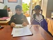 Hai học sinh nhặt được tiền mang đến Công an trả lại người đánh rơi