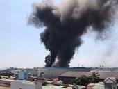Cháy công ty Tôn Hoa Sen, cột khói bốc cao hàng chục mét