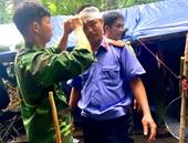 Kiểm sát viên ngược ngàn tiếp cận hiện trường vụ phá rừng
