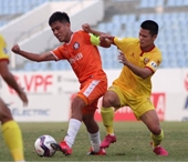 Đức Chinh đá chính, đội bóng của HLV Huỳnh Đức lên ngôi đầu V-League