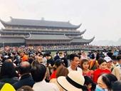 Đón 5 vạn người dịp cuối tuần, chùa Tam Chúc quá tải phải dừng bán vé