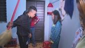 Ba cô gái phục vụ khách hát karaoke bị thanh niên nhốt và đánh đập