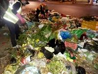 Hàng trăm người lao động nguy cơ mất việc, rác thải ùn ứ  vì thành phố cắt giảm chi phí