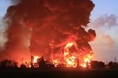 Hỏa hoạn nhấn chìm nhà máy lọc dầu Balongan- Indonesia trong biển lửa