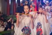 Hơn 600 bộ áo dài lung linh khoe sắc tại Khuê Văn Các