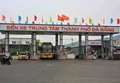 Nhân viên bến xe Đà Nẵng thu tiền ra vào cổng xe cấp cứu