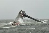 Tàu nâng lật úp ngoài khơi bờ biển Louisiana, Mỹ, hơn 10 người mất tích