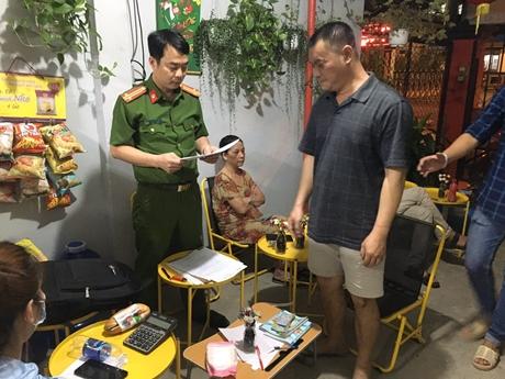 NÓNG Phá đường dây đánh bạc hơn 300 tỉ đồng ở TP Hồ Chí Minh
